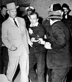 Subastarán el arma que mató al asesino de JFK en EEUU